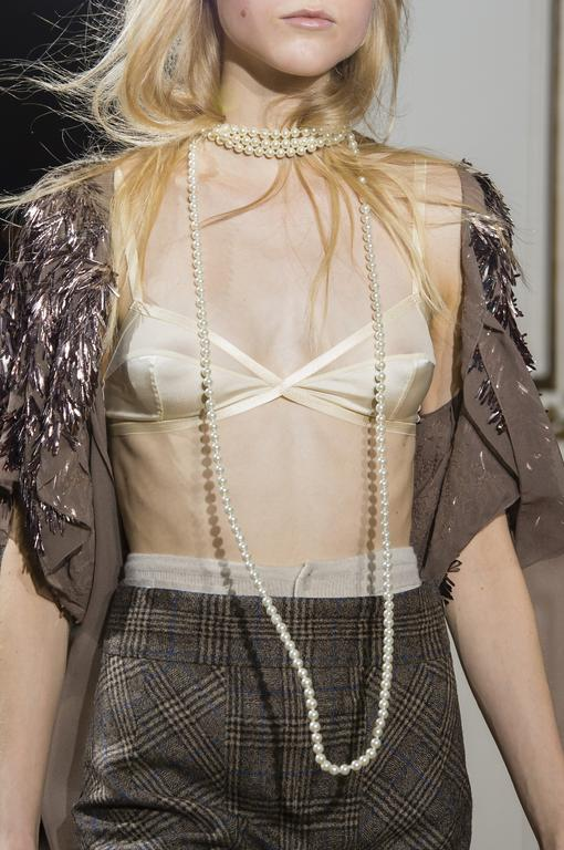 detail-defile-john-galliano-automne-hiver-2018-2019-paris-detail-60